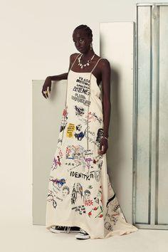 The complete Ambush Spring 2018 Menswear fashion show now on Vogue Runway. Look Fashion, Diy Fashion, Runway Fashion, Ideias Fashion, Fashion Dresses, Womens Fashion, Fashion Design, Fashion Trends, Fashion Styles