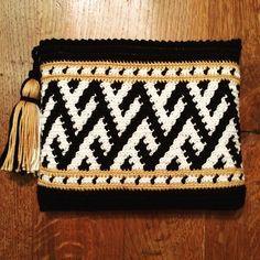 """Resultado de imagen para Clutch Wayuu"""" de Silvia Tcherassi."""
