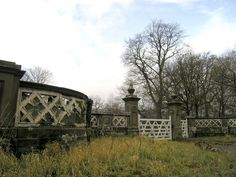 decaying houses | Decaying back gateway to Doldowlod House:: OS grid SN9962 :: Geograph ...