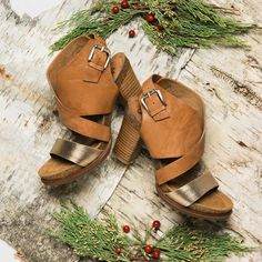 It might be cold outside, but the gorgeous Christine city sandal from Sofft makes us ready to think spring! #sofftshoes #perfectlysofft #sofft