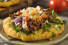 This bread is used as the basis for Navajo Tacos and can also be folded over a stuffing and eaten as a sandwich. Mexican Food Recipes, Keto Recipes, Ethnic Recipes, Fry Bread Tacos, Indian Tacos, Friend Recipe, Refried Beans, Food Hacks, Fries