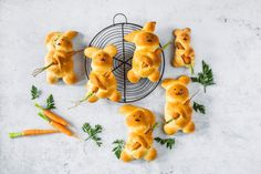 Osterhase - Rezepte | fooby.ch Complete Recipe, Fun Cooking, Easter Recipes, Other Recipes, Easter Bunny, Food Videos, Kids Meals, Bread Recipes, Yummy Food