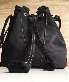 Bolsa saco feita em camurça preta, bolsa preta, bolsa básica, bolsa boho, bolsa hippie chic, bolsa camurça preta Estilo Boho, Hippie Chic, Bucket Bag, Fashion, Hippie Purse, Black Suede, Silver Color, Made By Hands, Black