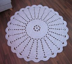 Prinsessajuttu: Matto äidilleni Crochet, Blanket, Rugs, Crafts, Home Decor, Crochet Carpet, Tela, Round Shag Rug, Farmhouse Rugs