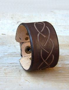 Rustic brown leather armband with carved braid design. It fits with any casual outfit, romantic boho style, as well as medieval garments.