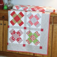 The Crossing Paths lap quilt pattern is fat quarter friendly and easy to piece. A free chart for alternate sizes is also available. Baby Quilt Size, Queen Size Quilt, Amish Quilts, Lap Quilts, Quilt Blocks, Quilting Designs, Mccall's Quilting, Quilting Ideas, Sewing Designs