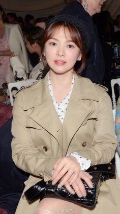 Song Hye Kyo Style, Song Joong Ki, Asian Models, Korean Actresses, Descendants, Asian Style, Korean Beauty, Wedding Ring, Kdrama