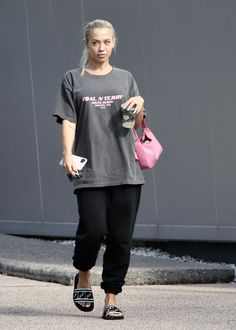 Chill Outfits, Trendy Outfits, Kylie Jenner Workout, Tammy Hembrow, Elizabeth Olsen, Sporty Style, Hollywood Celebrities, Gold Coast, Mom Style
