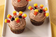 Easy Turkey Cupcakes recipe - I think I'll make these for our church's Thanksgiving potluck this weekend!