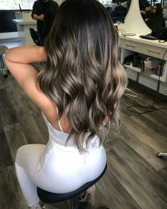 Balayage Hair Makes It Easy To Get A Stylish Look! Brown Hair Balayage, Hair Color Balayage, Hair Highlights, Ombre Hair Color, Bayalage Dark Hair, Golden Highlights, Haircolor, Black Balayage, Balayage Straight