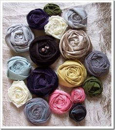 Love the fact that practically any type of fabric scrap would do to make these.                              Also seen them in hairbands, clips, cushion covers, t-shirts, wreaths, rings, ah so many pretty-ful things =D