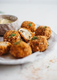 We'll admit, we were very close to creating a deep-fried garlic mushrooms recipe. There's something undeniably satisfying about the fatty taste of… Baked Stuffed Mushrooms, Breaded Mushrooms, Garlic Mushrooms, Mushroom Appetizers, Vegan Appetizers, Vegan Snacks, Vegan Recipes, Vegan Food, Mushroom Dish