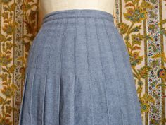 Bluish grey pleated wool midi length A-line skirt - size 38 - French 70s 80s vintage