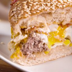 We'll take our eggs in a burger. You've never seen a breakfast burger like this before. We'll take our eggs in a burger. You've never seen a breakfast burger like this before. Burger Recipes, Brunch Recipes, Breakfast Recipes, Brunch Ideas, Breakfast Ideas, Dinner Ideas, Breakfast Burger, Best Breakfast, Breakfast Burritos