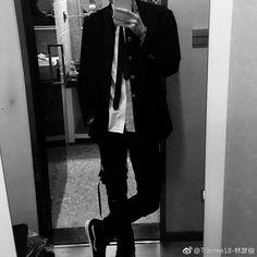 🙈baby and daddy🙈 - daddy - Wattpad Boy Fashion, Korean Fashion, Mens Fashion, Fashion Outfits, Korean Boys Ulzzang, Ulzzang Boy, Grunge Outfits, Boy Outfits, Le Rosey