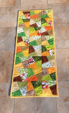 Colchas Quilt, Quilt Border, Patch Quilt, Scrappy Quilts, Quilt Blocks, Quilt Square Patterns, Square Quilt, Disney Images, Table Runner Pattern
