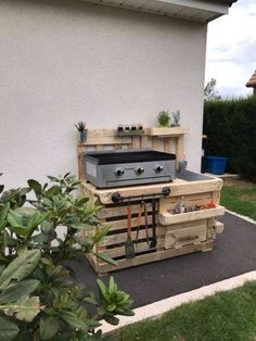 Recycled Wood Pallet Outdoor Kitchen Idea: Have you been planning through to add your house with the effect of wood pallet outdoor kitchen plan? Pallet Outdoor Kitchen Ideas, Outdoor Kitchen Patio, Outdoor Pallet, Outdoor Kitchens, Pallet Ideas, Outdoor Garden Furniture, Diy Pallet Furniture, Furniture Ideas, Antique Furniture