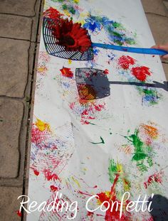 15 fun and messy outdoor art projects for kids- rubber band, spray bottle, and fly swatter art for outside! LOL Forget the kiddos, I want to do this. Kids Crafts, Craft Activities For Kids, Projects For Kids, Preschool Activities, Arts And Crafts, Summer Activities, Outdoor Activities, Infant Art Projects, Craft Ideas