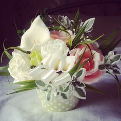 www.thebouquetmaid.co.uk  Floral Cupcake!