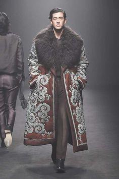 Kim Seo Ryong Seoul Fall 2017 Fashion Show Fashion Moda, Fashion 2017, High Fashion, Mens Fashion, Fashion Trends, Seoul Fashion, Fashion News, Male Fashion Show, Fashion Guide