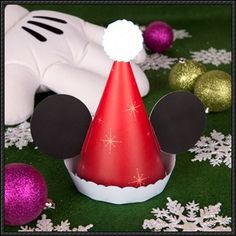 Christmas - Mickey's Santa Claus Hat Free Papercraft Download | PaperCraftSquare.com