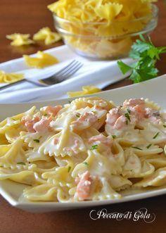 Pasta salmone e panna, primo veloce food pasta – Dinner Food Italian Pasta Recipes, Pasta Dinner Recipes, Best Italian Recipes, Italian Dishes, Seafood Recipes, Diet Recipes, Cooking Recipes, Healthy Recipes, Pasta Facil