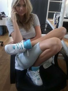 Kate Upton rockin Jordan VII's... One of the best looking girls in some om my fav. sneakers... WIN WIN situation.... ;)