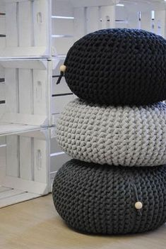 chunky crochet blankets chunky black and grey poufs - Chunky Pouf ideas and styling interiors for this Friday's deco post! It's about time to get cosier, don't you think?