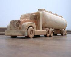 Camión de juguete de madera mini natural acabado por TrickTruck