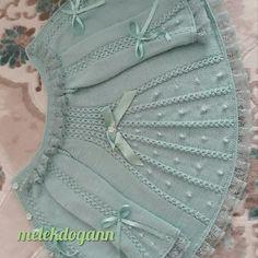 Baby Art Crochet For Kids Crochet Baby Baby Knitting Knitting For Kids Baby Poncho Knitted Poncho Chrochet Layette Shrug Knitting Pattern, Lace Knitting Patterns, Knitting Designs, Diy Crafts Knitting, Knitting For Kids, Easy Knitting, Knitted Baby Cardigan, Knitted Baby Clothes, Baby Shawl
