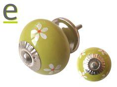 Pomello per mobili modello CK-701. Pomello di ceramica di colore lime green, decorazione con fiorellini bianchi e rossi http://easy-online.it/it/shop/pomelli/pomelli-per-cucina-ck-701/ Sul nostro sito sono disponibili più di 80 differenti modelli di pomelli di ceramica.