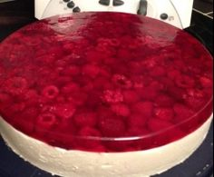 Himbeer-Sahne-Torte Recipe raspberry cream cake by plumperquatsch – recipe category baking sweet Baking Recipes, Cake Recipes, Dessert Recipes, Sweets Cake, Cupcake Cakes, German Baking, Cake & Co, Food Cakes, Cakes And More