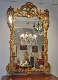 Grand miroir Louis XV en bois doré