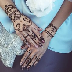 I'm in love with my work Oriental #henna glove & lacy bracelet for talented @liyazotova #mehndi #veronicalilu