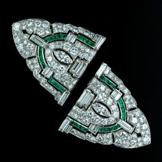 double clip brooch, emerald and diamond.  Worn separately as clips or together as a brooch, c1925