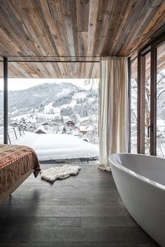 We visit a winter wonderhome in Austria: a traditional Tyrolean ski chalet expanded into an adjoining modern extension. Design Hotel, House Design, Chalet Design, Design Design, Beautiful Homes, Beautiful Places, Chalet Interior, Interior Design, Winter Cabin