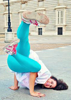 #Breakdance #streetstyle #girl #discopant Breakdance, Disco Pants, Street Dance, Black Khakis, Rose Embroidery, New York Style, Nicole Miller, Old School, Street Style