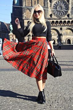 Plaid skirtmore on: saymejustine.blogspot.comhttp://lookbook.nu/look/5405164-H&M-Sweater-Batycki-Bag-Guess-Watch-Plaid-Skirt