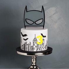 Bolo para festinha Batman diferente e super bacana, adorei! @cake_ink  #kikidsparty