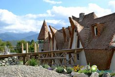 Castelul de Lut, Sibiu The Beautiful Country, Cabin, House Styles, Cabins, Cottage, Wooden Houses
