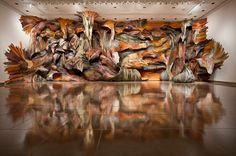 me encantan las instalaciones de Oliveira realizadas en madera reciclada