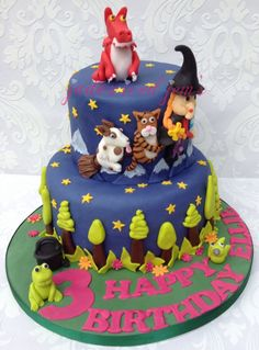 What a beautiful Room on the Broom cake!