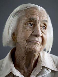 Fotógrafo registra pessoas com mais de100 anos de idade