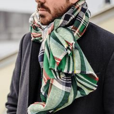 Discover 3 of the most popular ways to tie men's scarf this spring: The Parisian Knot, The Loop Knot and Draped.