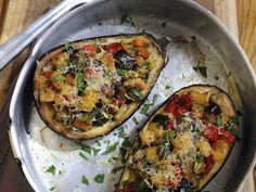Auberginen mit Gemüse-Croutons-Füllung ist ein Rezept mit frischen Zutaten aus der Kategorie Fruchtgemüse. Probieren Sie dieses und weitere Rezepte von EAT SMARTER!