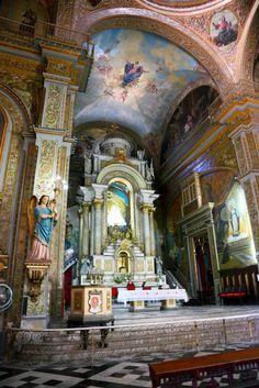 Cuba - The Church of Iglesia del Espiritu Santo in Havana Cuban Architecture, Architecture Antique, Beautiful Architecture, Beautiful Buildings, Trinidad E Tobago, Cuban Culture, Houses Of The Holy, Cuba Travel, Beach Travel