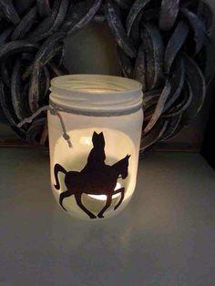 PHOTOPHORE / PAINTED JAR / LICHTJE IN GLAZEN POTJE - Silhouette sinterklaas op glazen pot met gesso bewerkt.