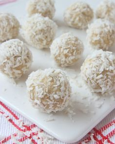 SNÖBOLLAR – Lindas Bakskola Fika, Dessert Recipes, Desserts, Coconut Flakes, Protein, Spices, Food And Drink, Sweets, Cheese