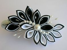 How To Make Kanzashi Flower Hairclip Diy Ribbon Flowers, Cloth Flowers, Kanzashi Flowers, Ribbon Art, Satin Flowers, Ribbon Crafts, Flower Crafts, Flowers In Hair, Fabric Flowers