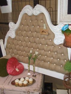 Awesome recovered headboard in tufted burlap Burlap Projects, Burlap Crafts, Home Projects, Diy Headboards, Do It Yourself Furniture, Diy Furniture, Repurposed Furniture, Furniture Plans, Head Boards